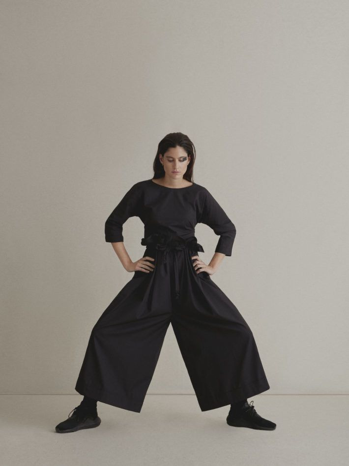 COTTON TOP WITH A BOW | PLEATED TROUSERS