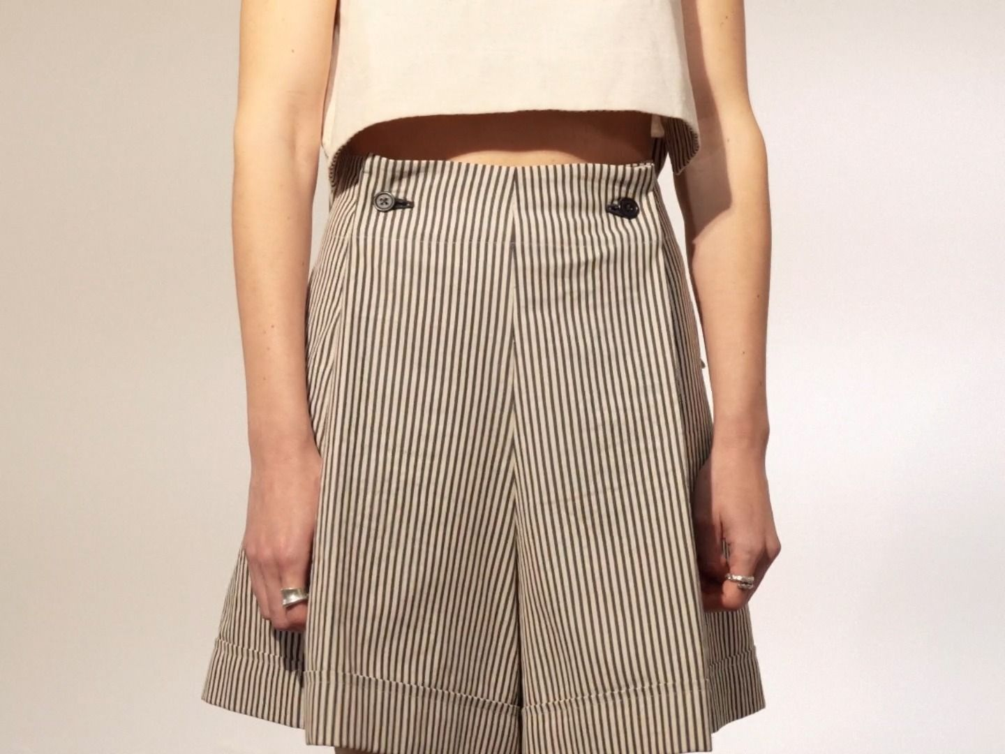 COTTON TOP AND STRIPED SHORTS